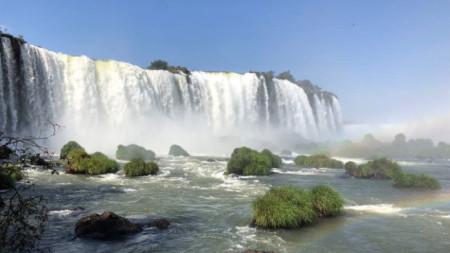 Дъга над водопадите Игуасу.