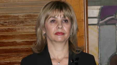 Елкова е била заместник-председател на Съвета на директорите на Българската фондова борса, както и заместник-министър на финансите в кабинета на Пламен Орешарски