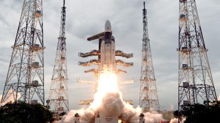 """Индийският космически апарат """"Чандраян-2"""" бе изстрелян на 22 юли 2019 г. от космическия център в южния щат Андхра Прадеш."""
