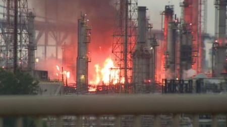 Пожар в голяма рафинерия във Филаделфия
