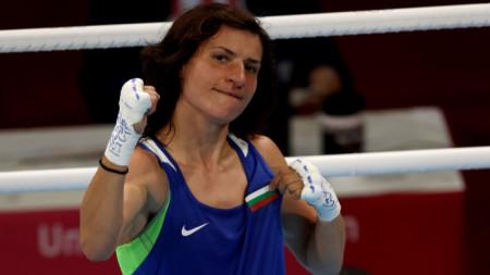Стойка Кръстева ще боксира утре сутринта на финала.