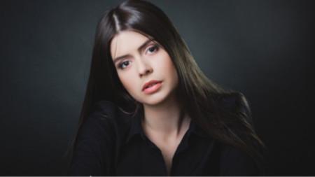 Аделина Томова