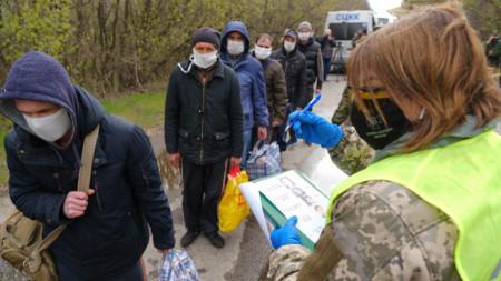 Размяната на КПП край Хорливка, Донецки регион.
