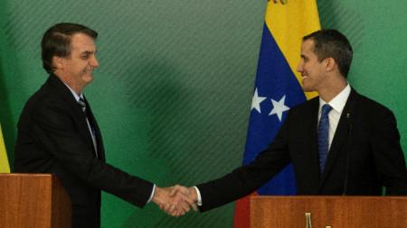 Бразилският президент Жаир Болсонаро и венецуелският опозиционен лидер Хуан Гуайдо