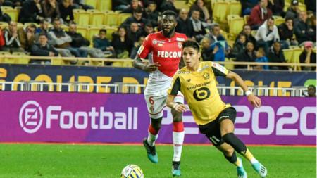 Футболистите на Лил (в жълти фланелки) победиха в Монако.