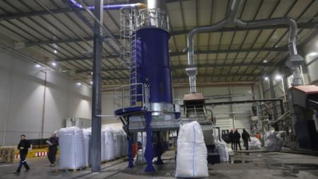 Новопостроения завод за преработка на найлонови торби в района на Елин Пелин в момента е в тестов период.