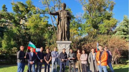 """Паметник на цар Самуил в близост до църквата """"Света София"""""""