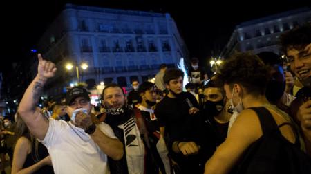 Жители на Мадрид приветстват изтичането на