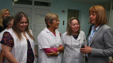 Фандъкова провери реновираната клиника по обща хирургия в Първа градска болница. С инвестиции на Столичната община е реновирана клиниката по ендоскопска и обща хирургия и е закупена нова ендоскопска апаратура за диагностични и терапевтични процедури.