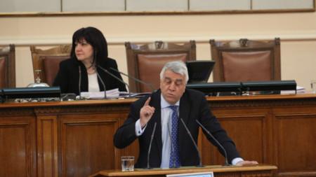 Депутатът Румен Гечев от БСП бе най-остър към управляващите.