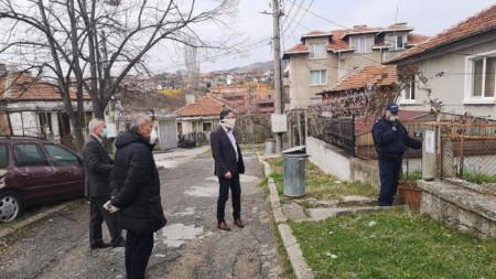 Kırcali Belediye Başkanı Hasan Azis, polisin karantina kontrollerini şahsen takip ediyor