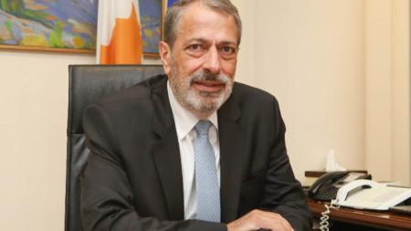 Разследването се води по указания от главния прокурор на Кипър Георгиос Савидис.