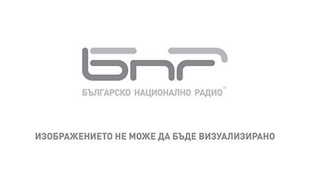 """Сценаристът Крейг Мейзин с актьори и участници в сериала """"Чернобил"""", спечелил """"Еми"""" в три категории."""