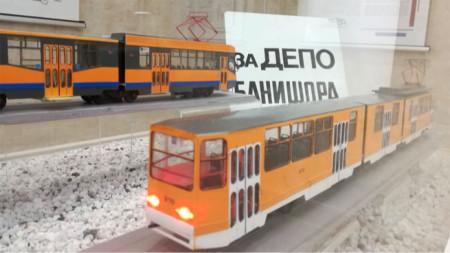 Макетите на трамваите са ръчно изработени от Дариан Георгиев