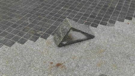 Започна монтирането на нови 500 ограничителя с формата на призма по столичната улица