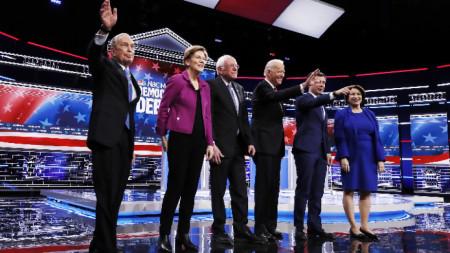 Кандидати на Демократическата партия за президент на САЩ преди дебата в Лас Вегас.