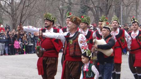 Ямболските коледари са сред най-активните и ревностни привърженици на традицията.