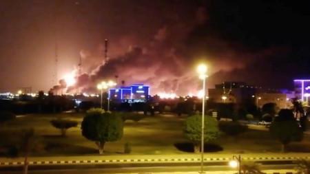 Атака с дронове срещу петролни съоръжения на
