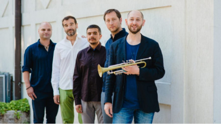 NIKOBO (от дясно наляво): Нейко Бодуров, Димитър Бодуров, Михаил Иванов, Димитър Семов, Димитър Льолев.
