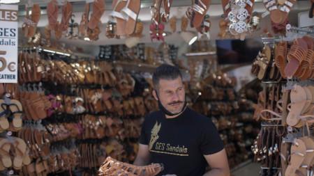 Гърция постепенно възстановява работата на туристическия сектор.
