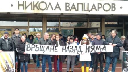 За да подкрепи колегите си на мирния протест дойде и председателят на Съюза на артистите в България Христо Мутафчиев.