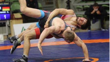 Недялко Петров е на финал в кат. 55 кг при класиците