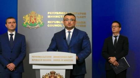 Mladén Marinov (c.) y Vladislav Goranov (iz.)