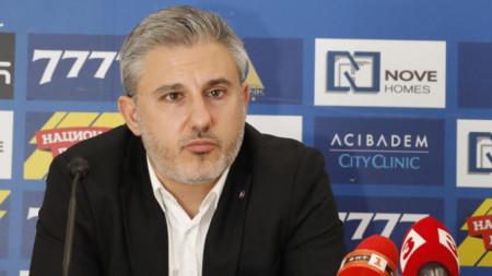 От Левски опровергаха Венци Стефанов за заплатите в клуба..