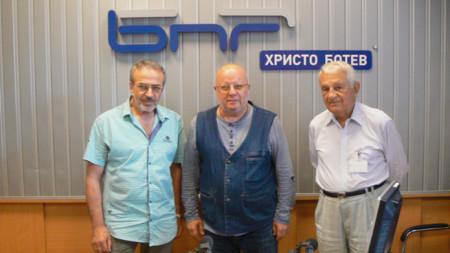 Никола Григоров, Румен Леонидов и проф. Никола Алтънков (отляво надясно) в студиото на предаването.