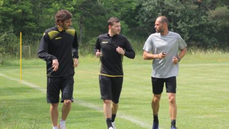 Кристиан Димитров (вляво) и Тодор Неделев (в средата) вече тренират във Велинград.