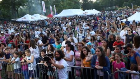 Хиляди танцуваха на Радио парк феста.