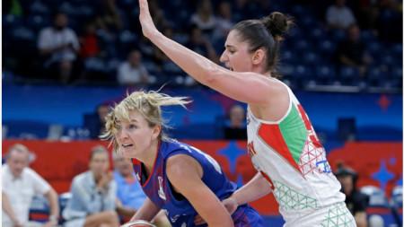 Британката Самуелсън (вляво) се опитва да преодолее унгарката Зеле.