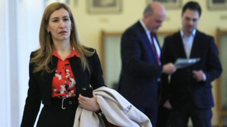 Министър Николина Ангелкова обясни защо се налага промяна в Закона за туризма след влизането му в сила.