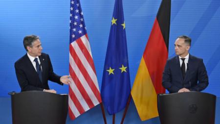 Първите дипломати на САЩ и Германия Антъни Блинкън (вляво) и Хайко Маас на пресконференция в Берлин.