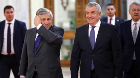 Бившият румънски премиер Калин попеску Търичану (вдясно)