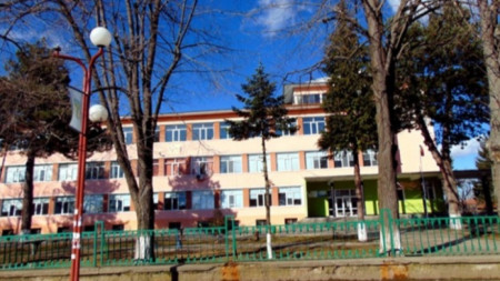 """Професионалната гимназия по ветеринарна медицина и земеделие """"Александър Стамболийски"""""""