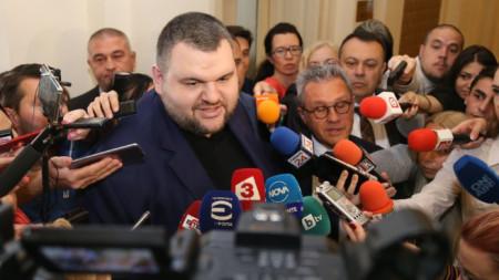 Намеренията на ДПС бяха обявени от депутатите Делян Пеевски и Йордан Цонев.
