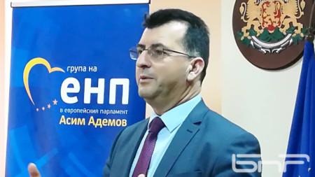 Евродепутатът Асим Адемов