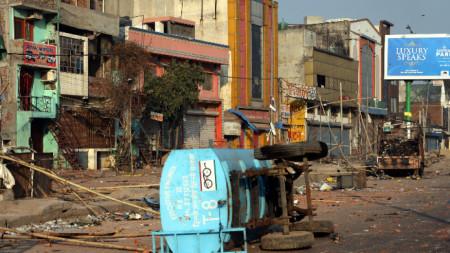 Насилието в индийската столица избухна заради спорен закон за гражданството.