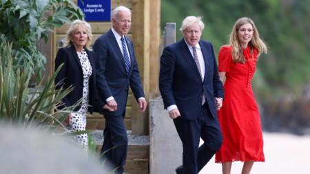 Джо Байдън и Борис Джонсън със съпругите си Джил и Кари.