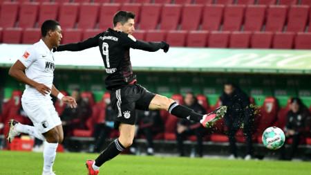 Левандовски има вече 22 гола този сезон в Бундеслигата.