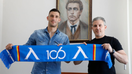Живко Атанасов и Павел Колев след подписването.
