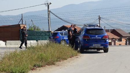 Акция на ГДБОП и специализираната прокуратура започна тази сутрин в ромската махала на Кюстендил.