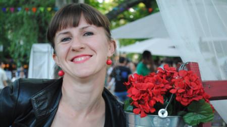 """Валерия Николова - водещата на предаването """"Закуска на тревата"""" на програма """"Хоризонт"""" на БНР."""