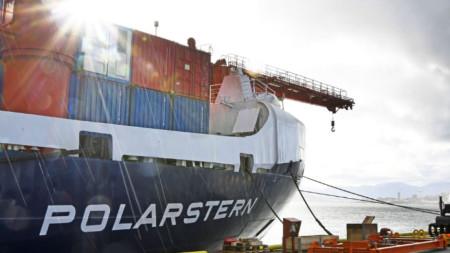 """Германският ледоразбивач """"Поларщерн"""" преди да потегли за Арктика"""