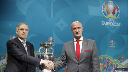 Георги Дерменджиев и Марко Роси след жребия за плейофите.