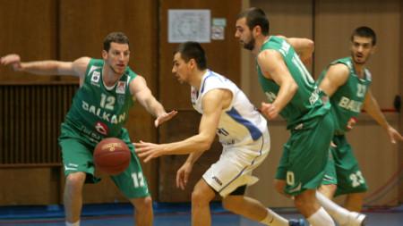 отборът на Балкан (в зелено) е в група