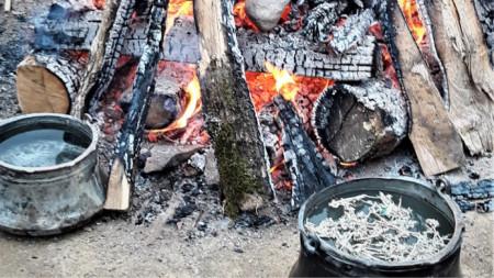 Подготовка на огъня за церемонията Темаскал