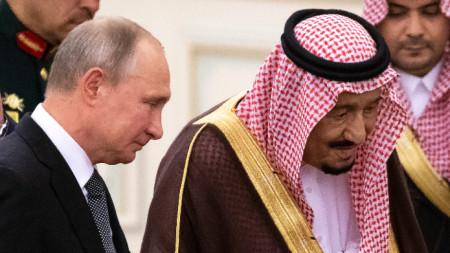 Владимир Путин и саудитския крал Салман ибн Абдулазиз ал Сауд по време на първата визита на руския президент в Риад от 2007 година насам