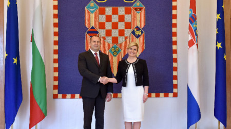 Румен Радев и Колинда Грабар-Китарович на срещата им в Загреб.